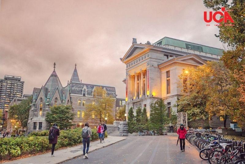 Trường cao đẳng tại Canada