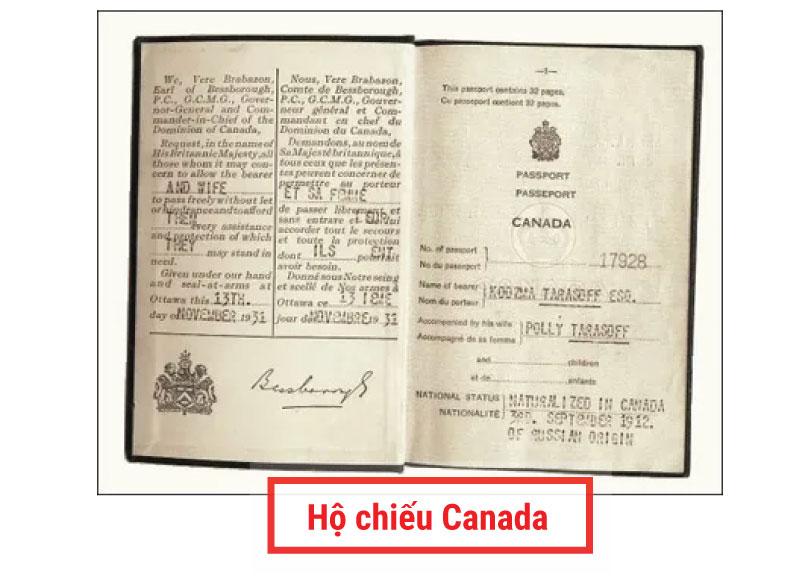 Phiên bản đầu tiên của tấm hộ chiếu Canada