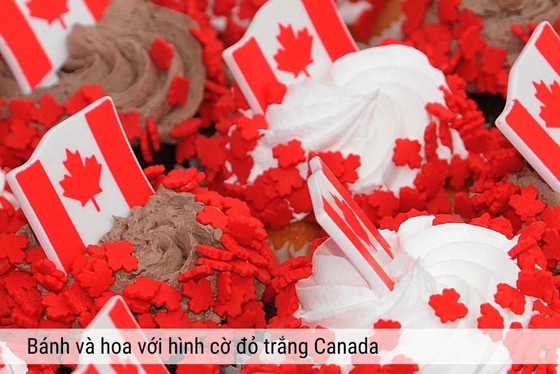 Bánh và hoa hình cờ đỏ trắng Canada