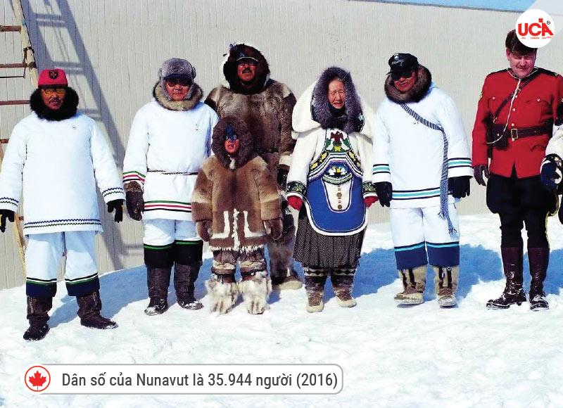 năm 2016, dân số của Nunavut là 35.944 người, tăng 12,7% so với năm 2011.
