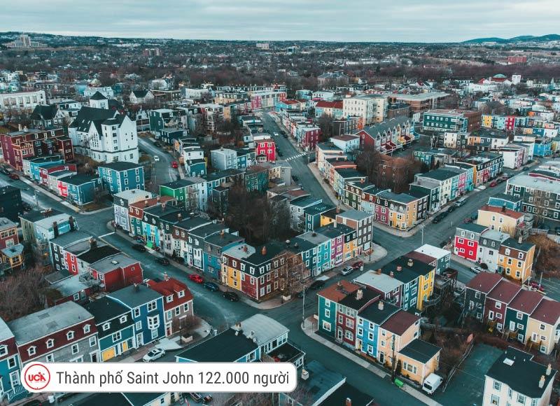 122.000 người là số dân của Saint Jonh